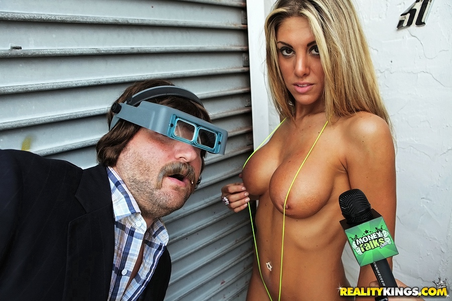 The chick from mythbusters naked