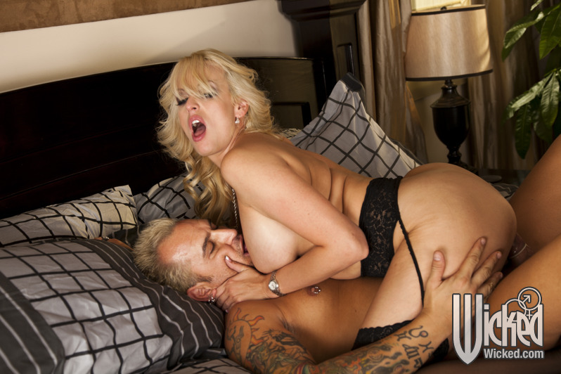 Milf model get pounded what
