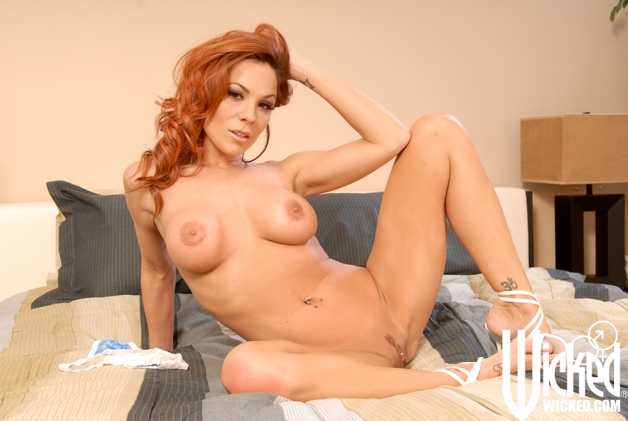 Big titted MILF babe Kirsten Price boasts of her spread cunt