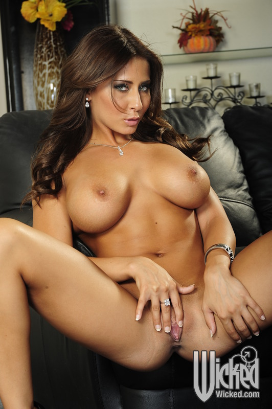 masterbating Nude madison ivy