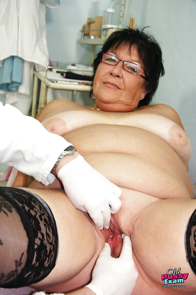 ... Old fat mature getting her pussy violated while visiting the GYNO ...