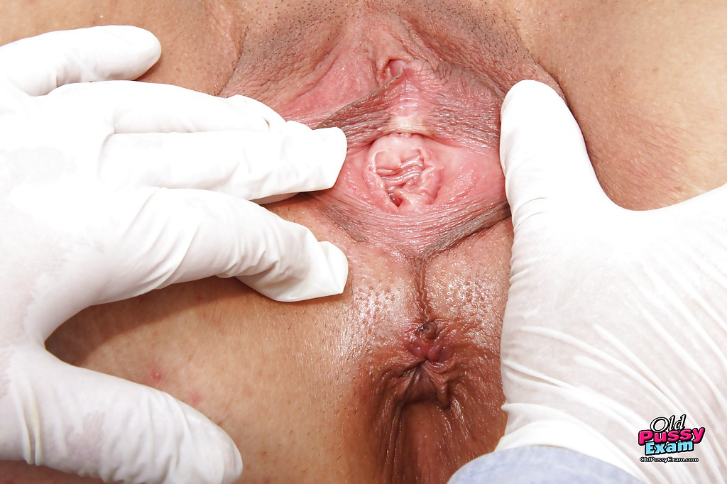 Mature fatty gets her cunt spread & violated while visiting the gyno