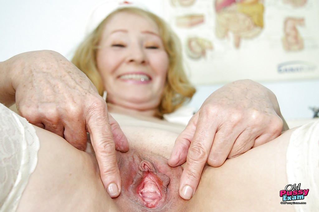 Couple Close up granny pussy hole