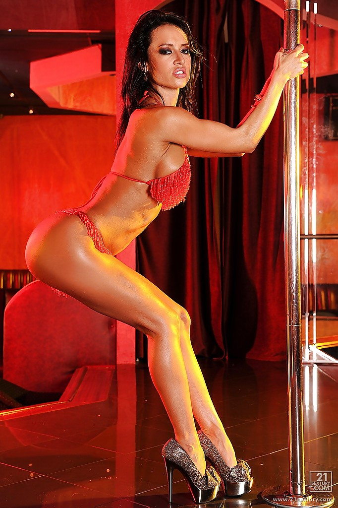 sexy naked women pole dancing