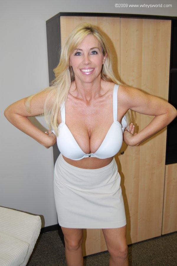 Blonde MILF with big tits truly using her pussy -