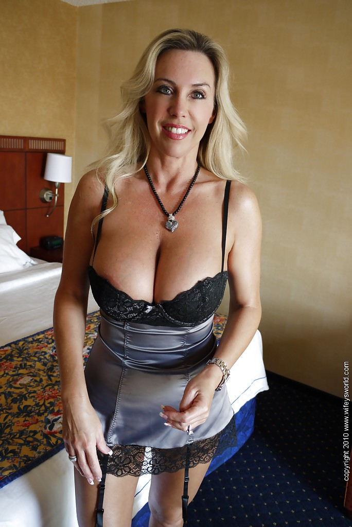 Mature women with huge breasts