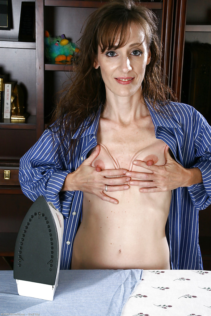 Skinny milf longer flash