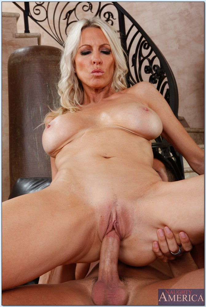 Busty mature emma starr cum hungry in germany ggg