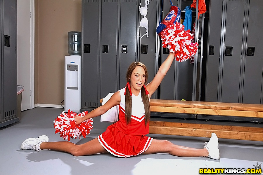 muscular-female-cheerleader-legs-porn-longer