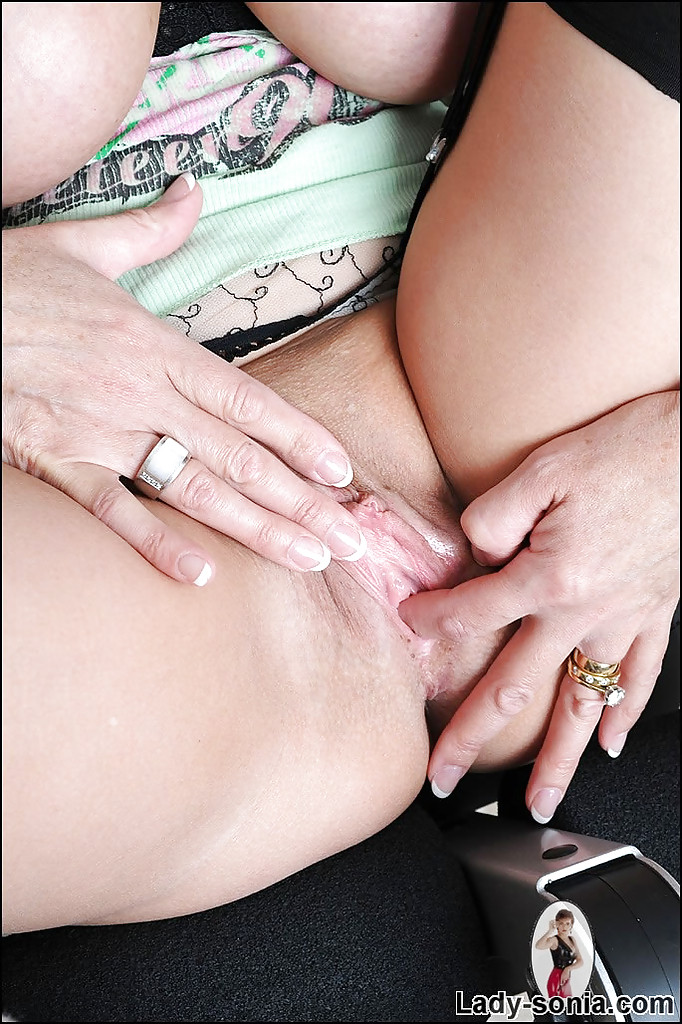 Lady gloryhole mature