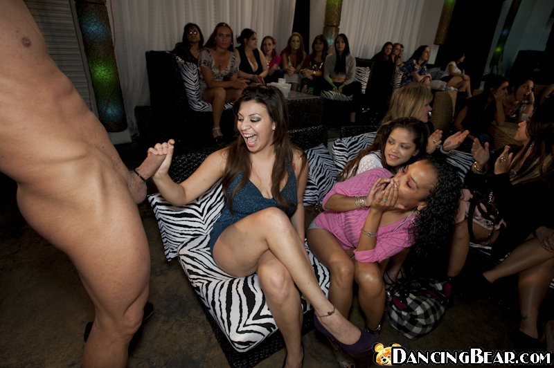 Girls Sucking In Party