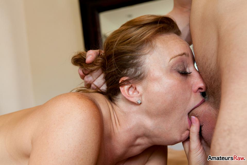 Amateur deep blow job