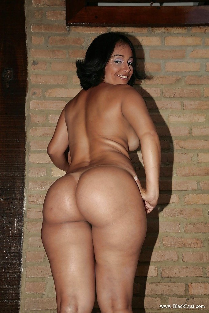 Black milf with big ass