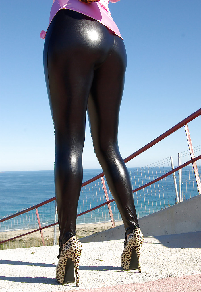 Big legged latex pants