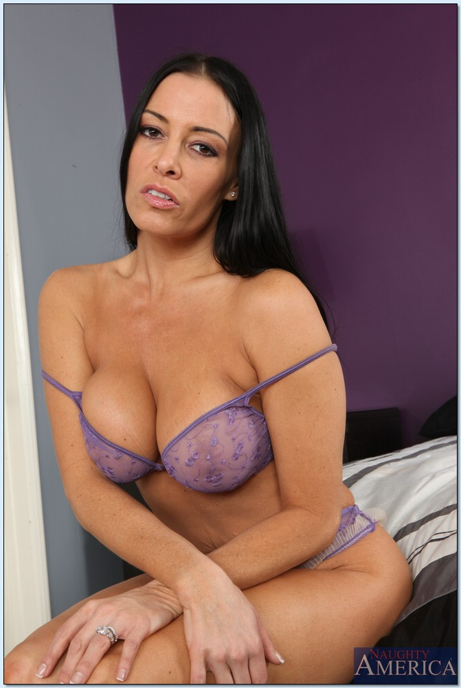 Super Hot MILF Vanilla Deville