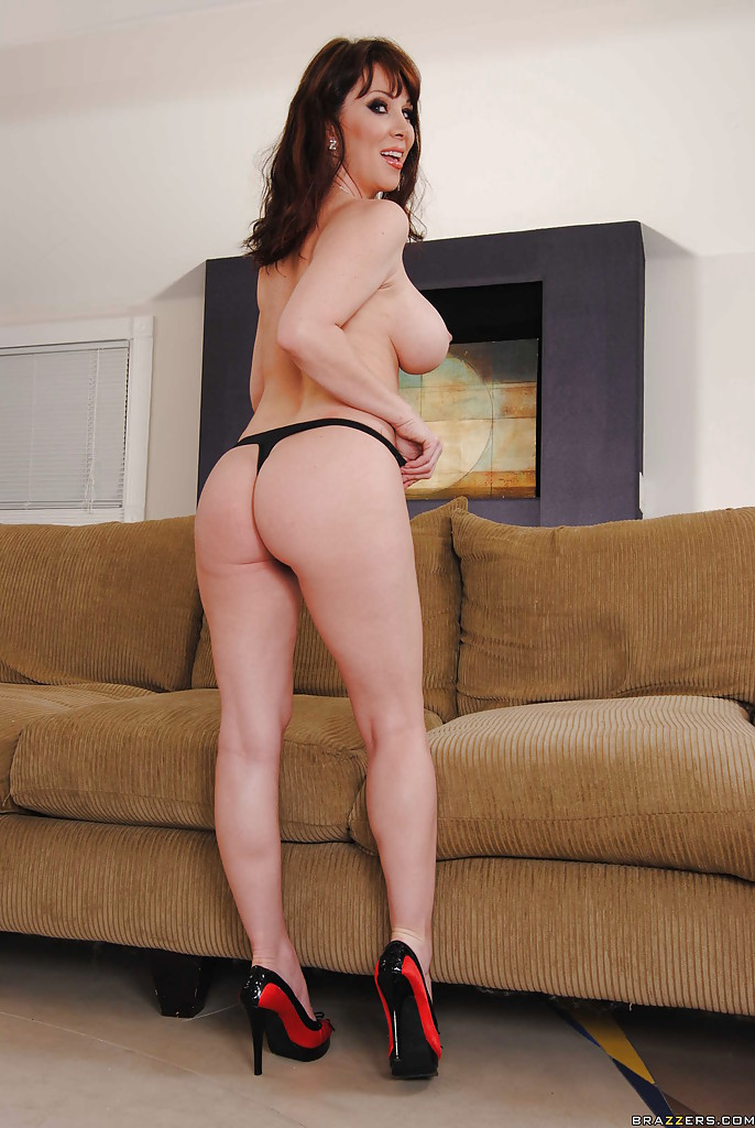 Gorgeous mature babe RayVeness slipping off her dress and ...