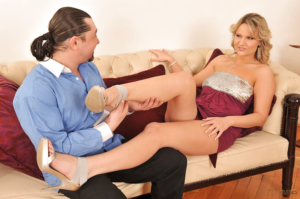 Jolie footjob angelina
