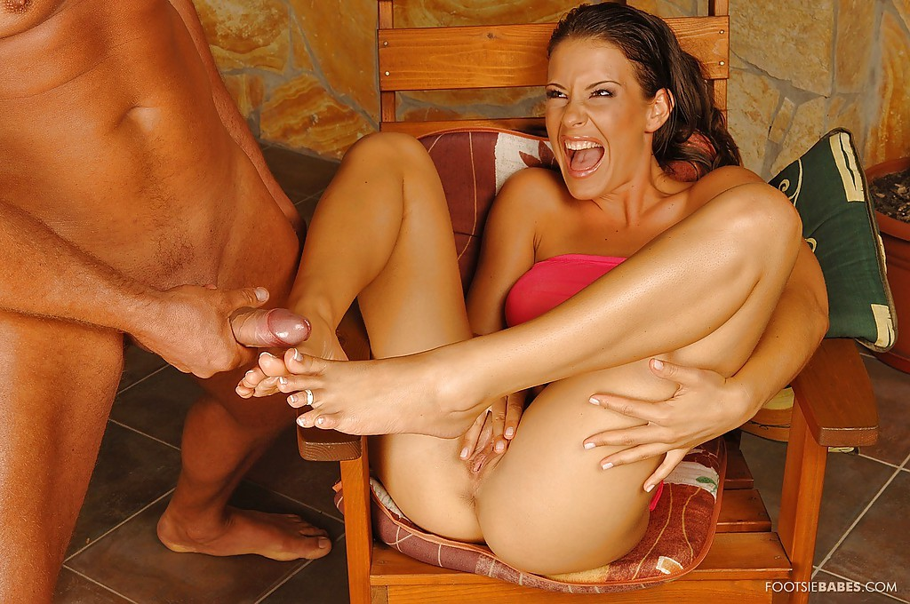 Lara craft footjob