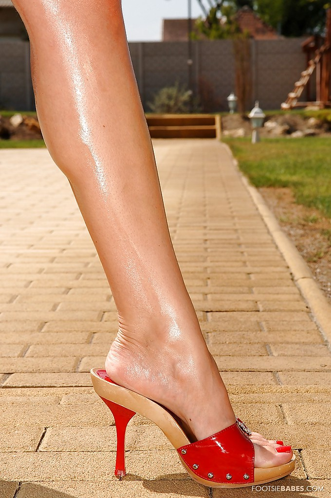 Foxy babe Debbie White showing off her sexy legs on high heels outdoor