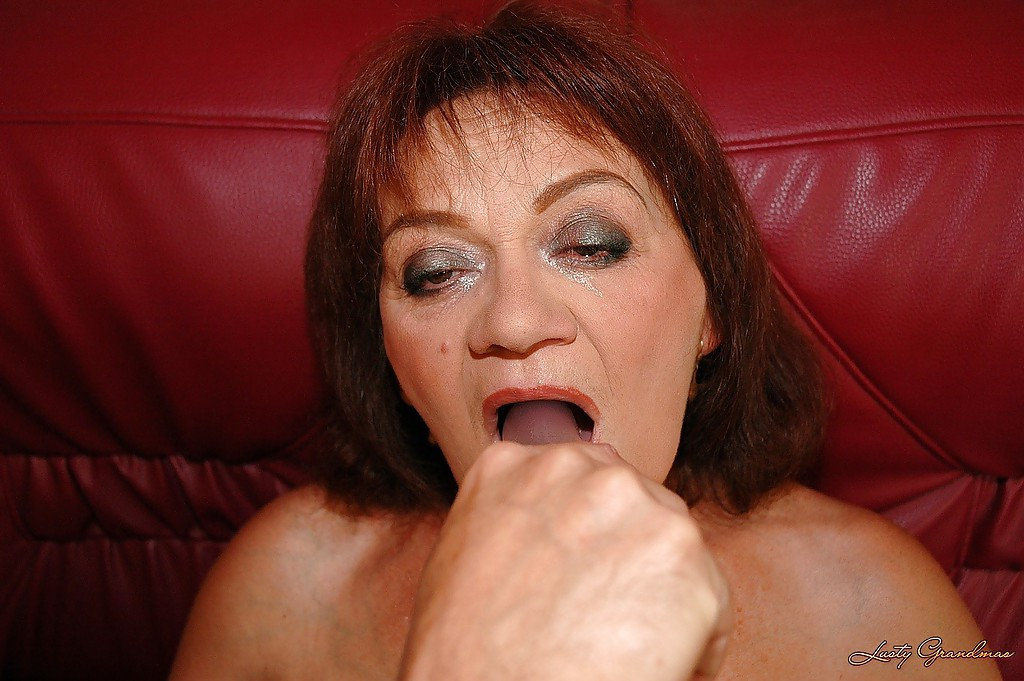 lusty-grandma-has-her-juicy-cunt-penetrated