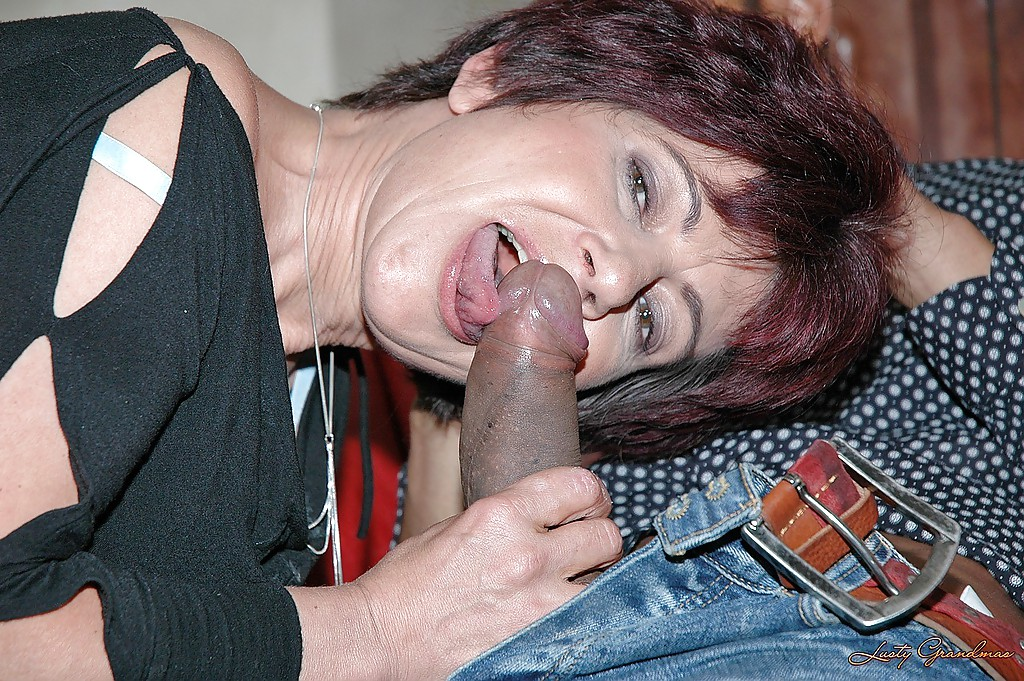 Women fucking with double ended dildo