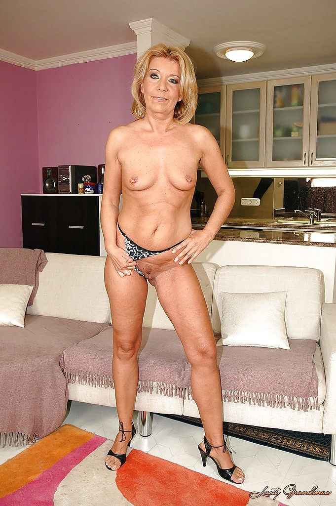 spread Mature blonde granny
