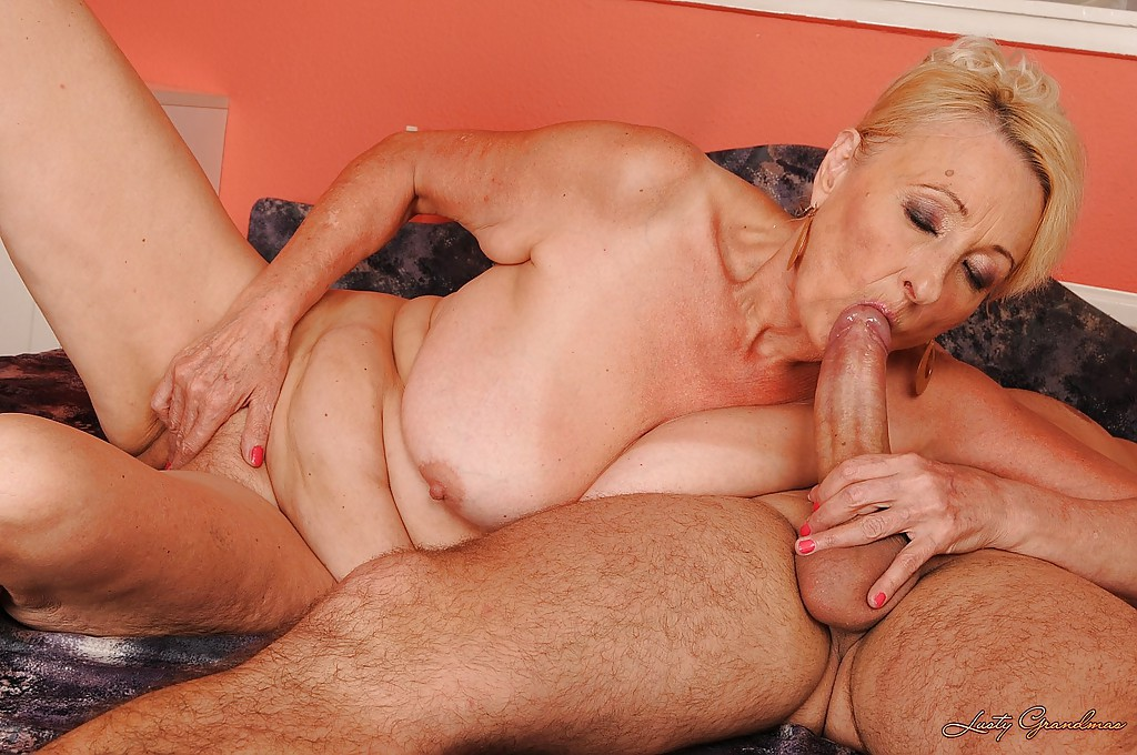 Mature woman fucking delfoaring virgin boy