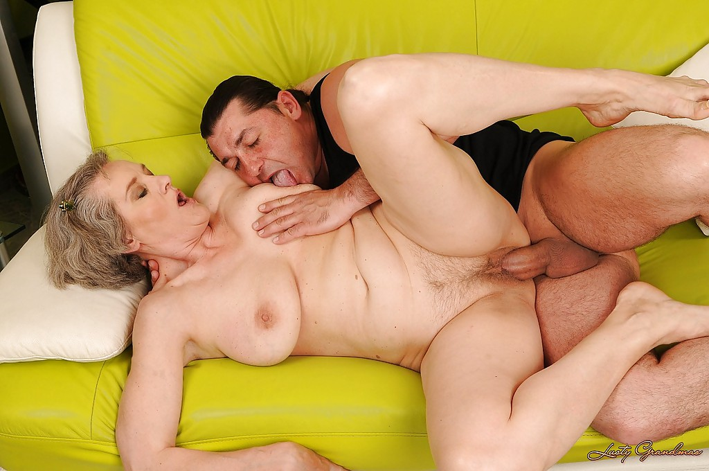 Granny woman getting fucked — photo 6