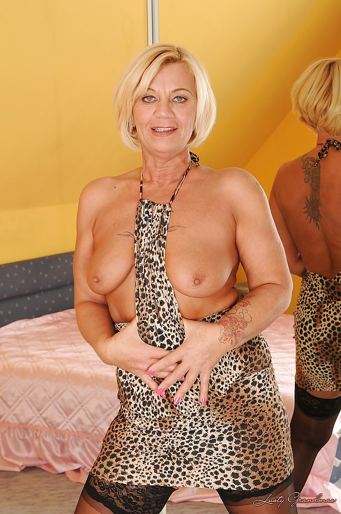image Mature gilf plays with her ass