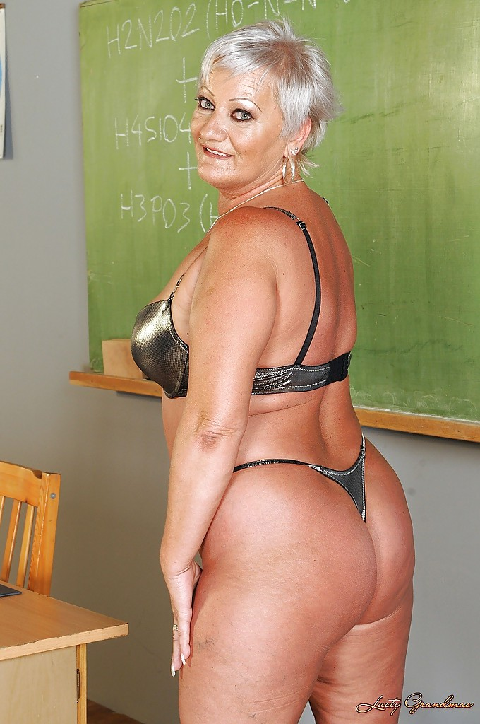 Short haired fatty granny stripping off her dress and ...