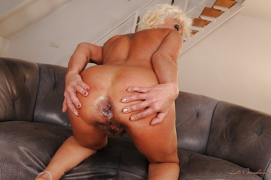 Anal granny gets her ass abused