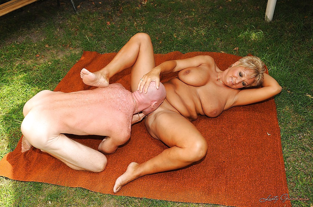 Short haired mature blonde with big tits gets fucked outdoor