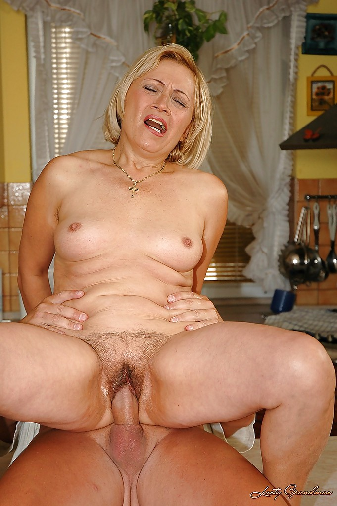 Mature giving fucked
