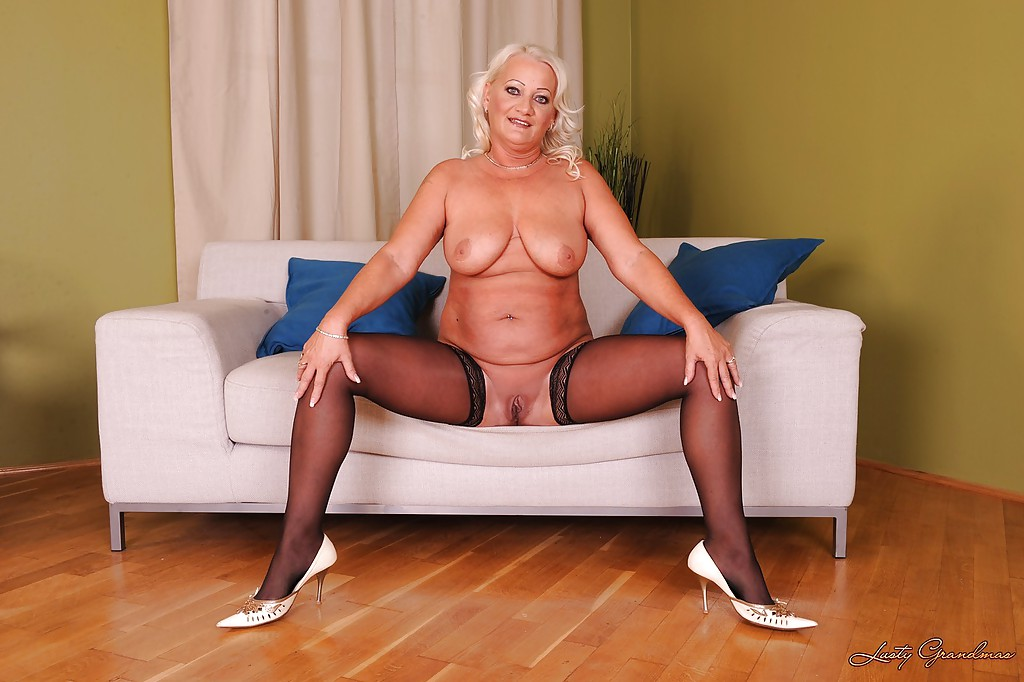 granny masturbating Blonde