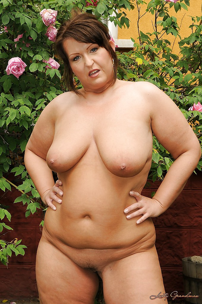 Bbw curvy Mature outdoor