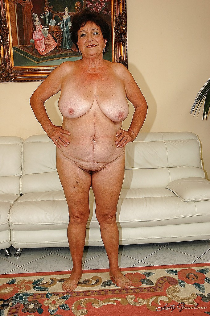 naked-grandmother-with-huge-boobs