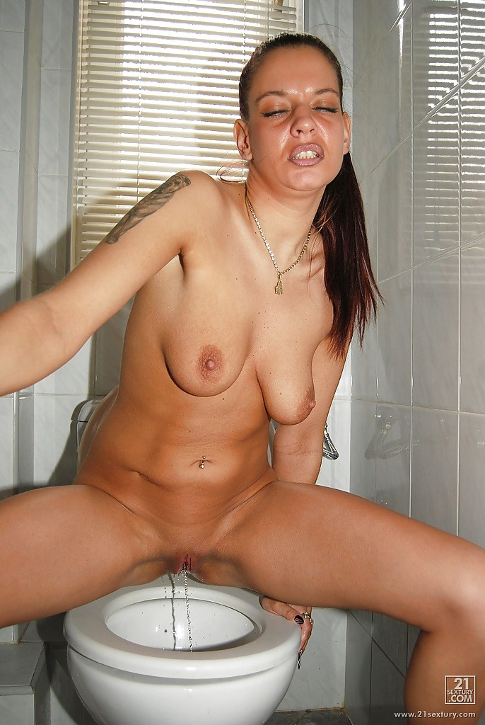 Piss in her mouth pics, lisa ray playaz club nude