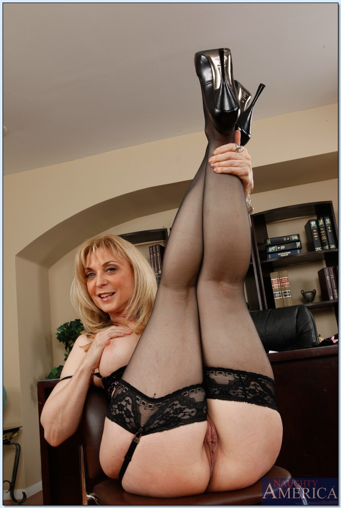 Nina hartley spreads legs and pussy can
