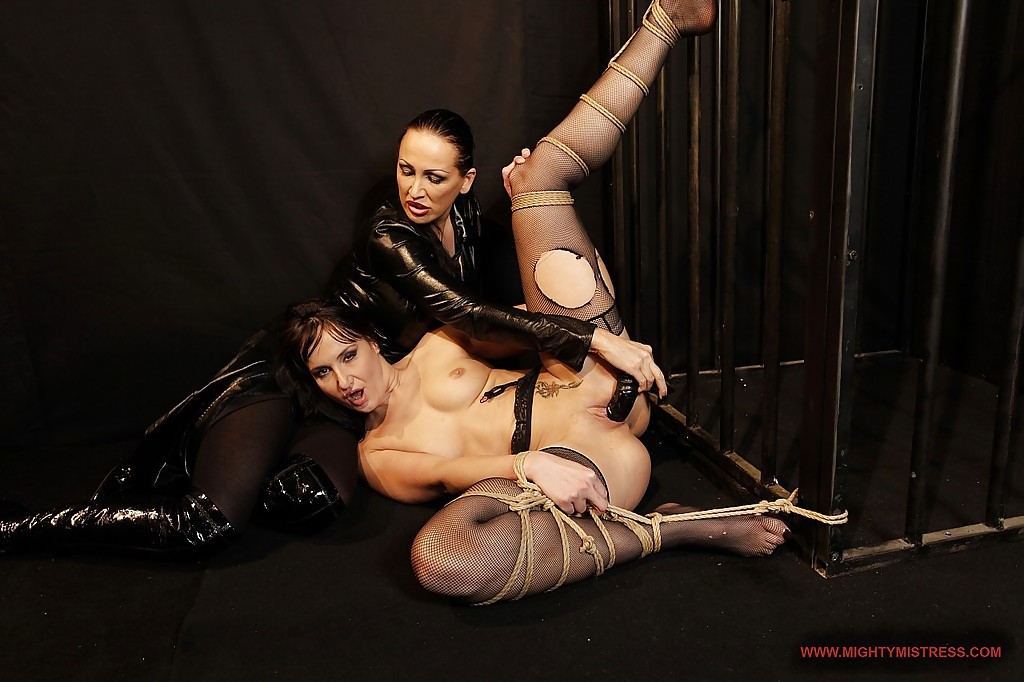 Hot MILFs Andy Brown & Mandy Bright are into kinky lesbian action