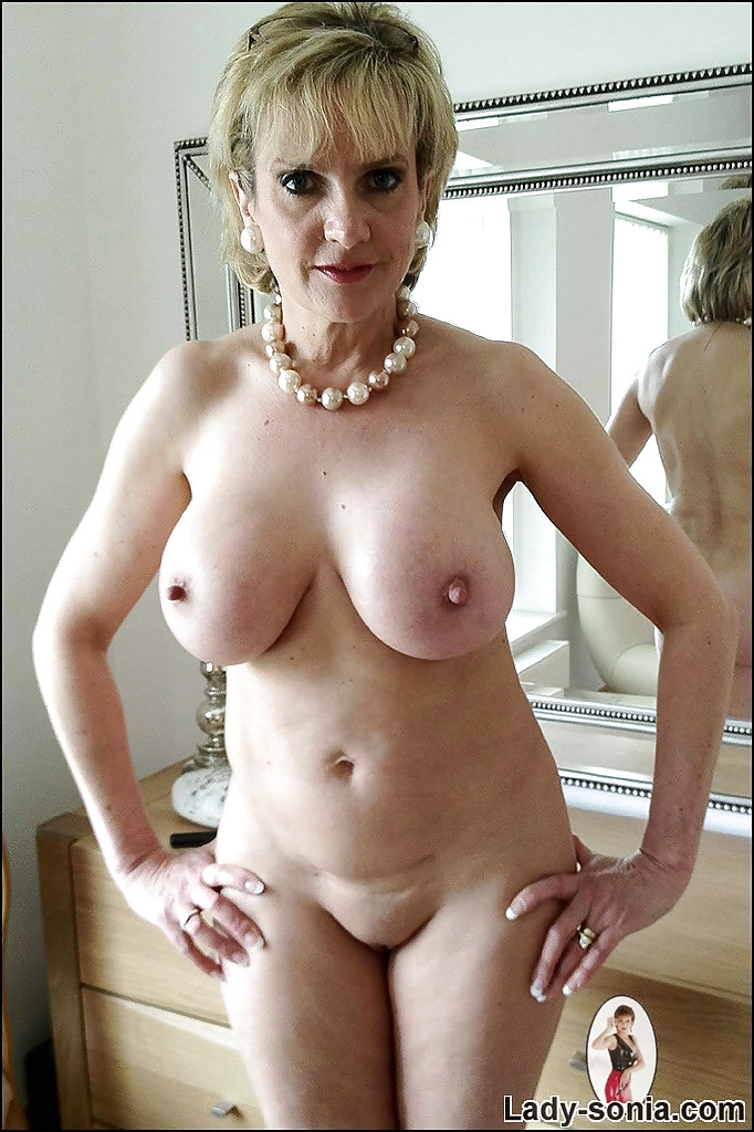 naked black mom