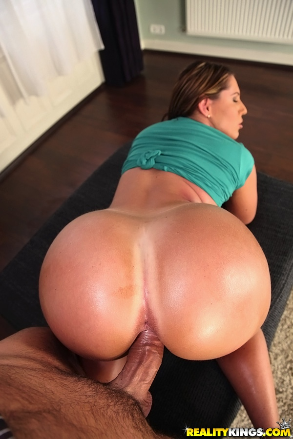 Big booty latina blowjob