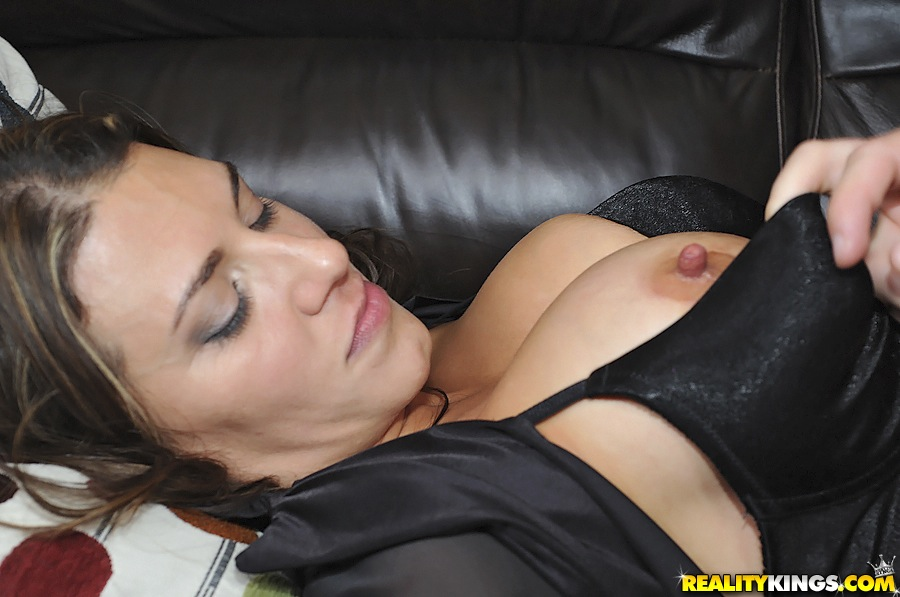 Hot milf gets her pussy licked