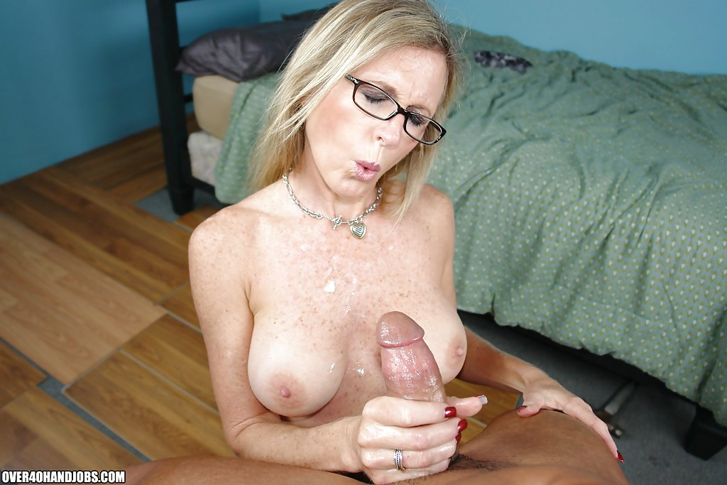 Nude mom handjob