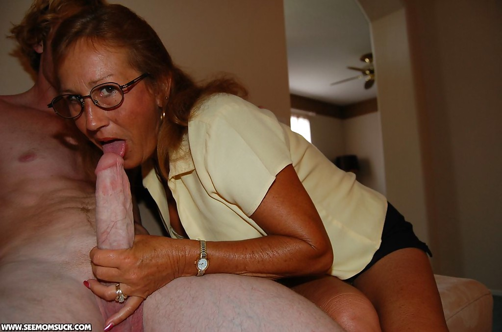 Sexy mom slut sucking huge dick