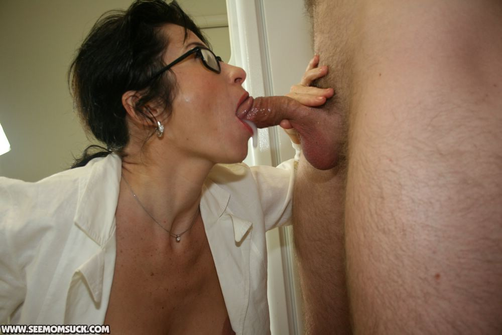 Free pictures blowjob mature apologise