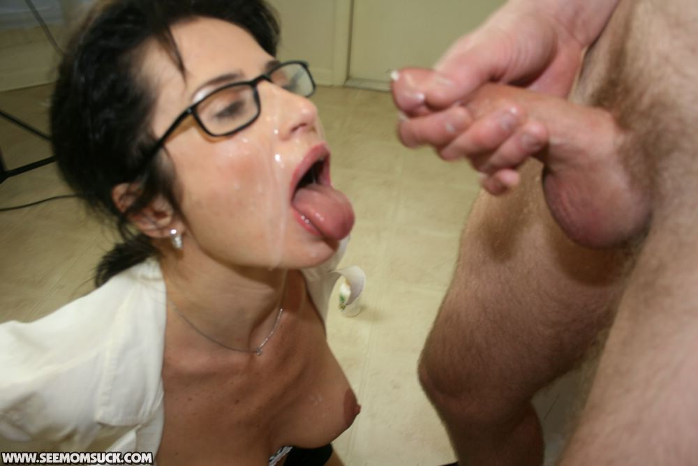 Can Mom with glasses porn are not