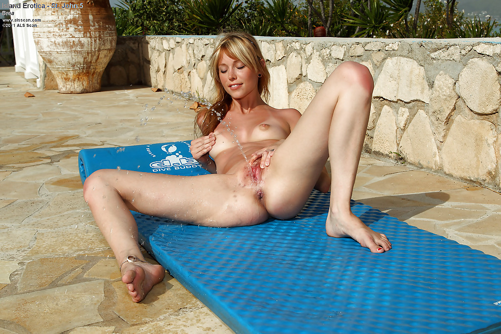 Outdoor milf cunt