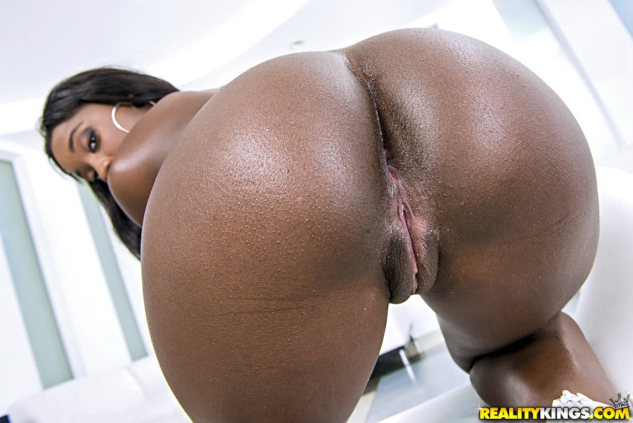 Realitykings round and brown chris strokes qutie quinn Part 10