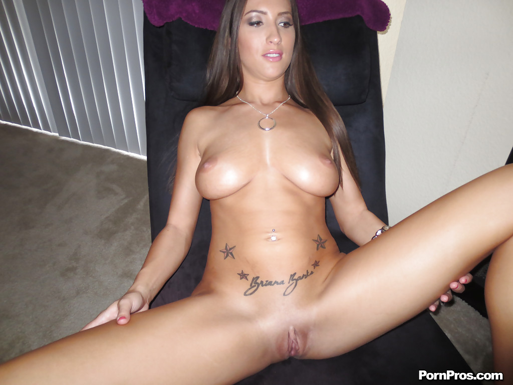 Busty chick Lizz Tayler exposing and teasing her shaved ...