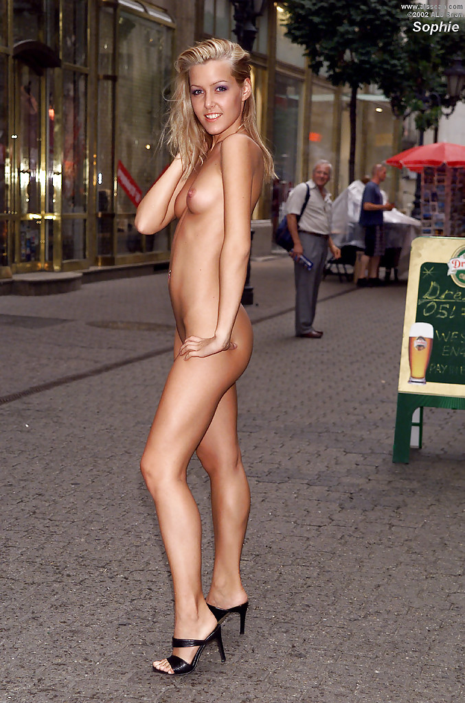 nude amateur woman in public